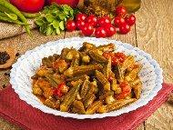 Рецепта Яхния от бамя по македонски с домати, лук и чесън